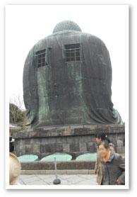 鎌倉の大仏様のお背中。貫禄がありますね。